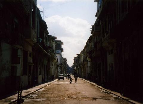 desolte street in La Habana